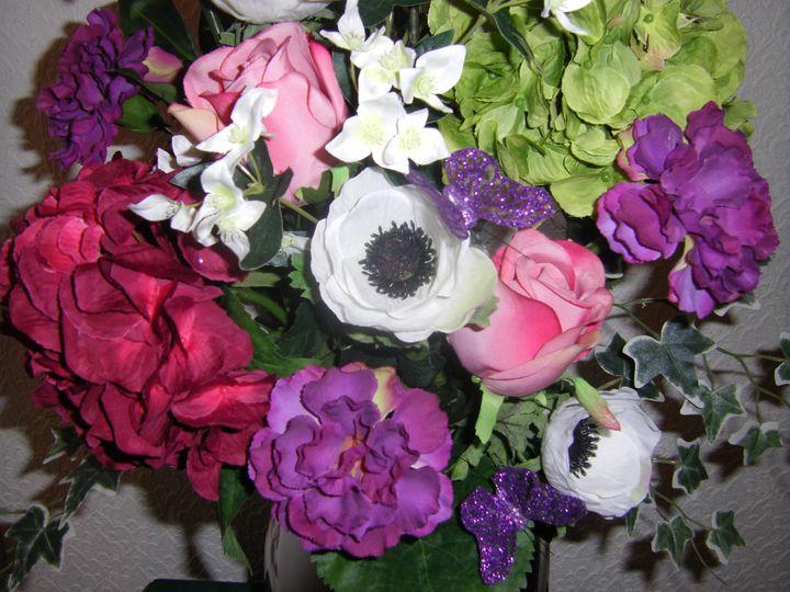 Lovely silk flower vase design