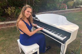 Lara Olivia - Pianist