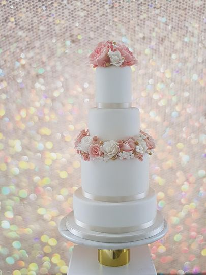 Classic floral cake decor