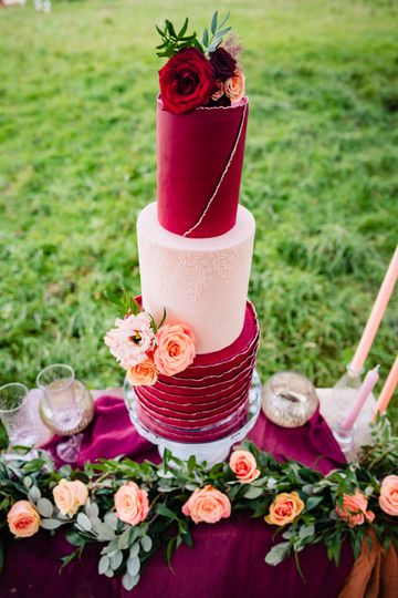 Cake and cake table flowers