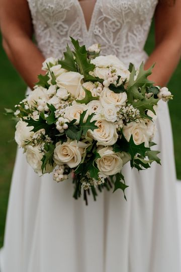 Rose and berry bridal bouquet