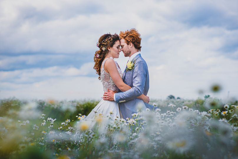Couple in a field - Damien Vickers Photography