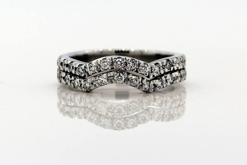 handmadeweddingringtworow 4 107751