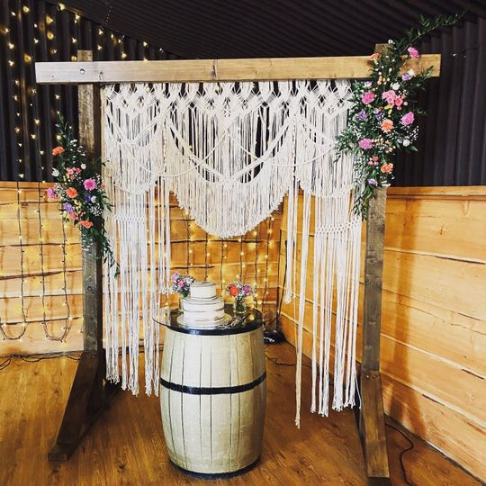 Wooden arch with macramé