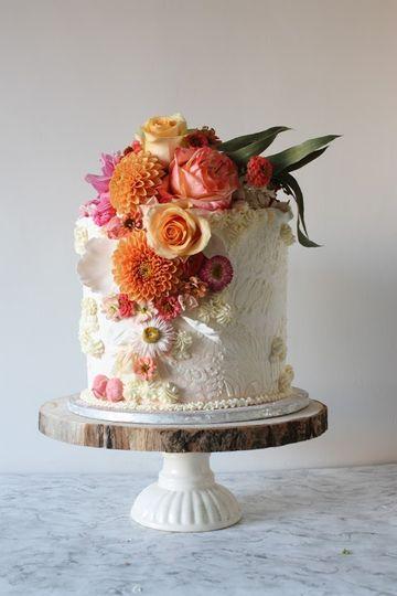 Butercream & Fresh flowers cak