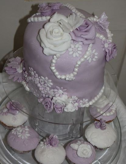 Purple pearl cake and cupcakes