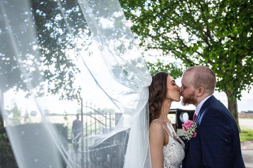 Veil kiss