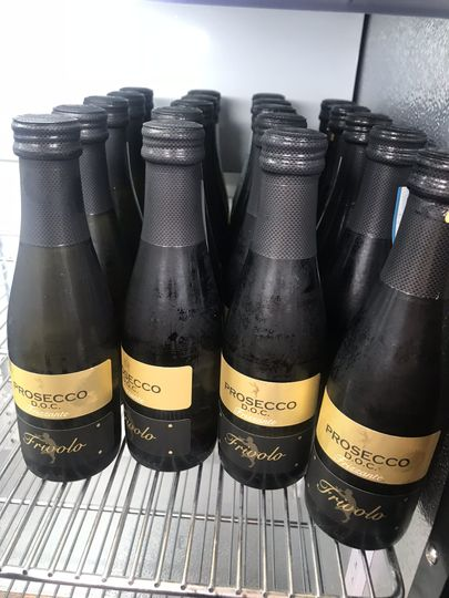 Chilled proseccos