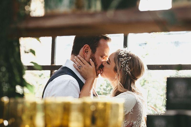 Couple kissing - YTZ PHOTO