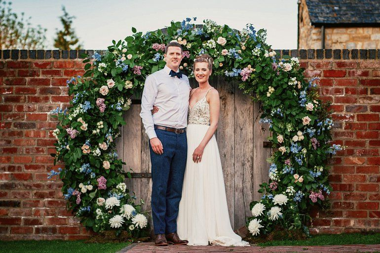 cotswold wedding moon gate arch w770 4 168061