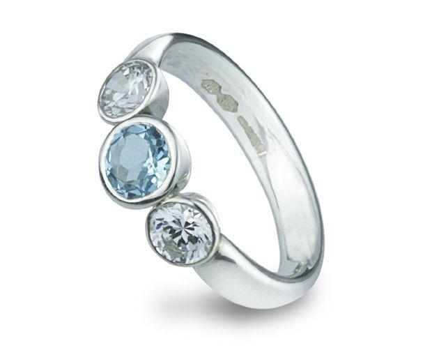 Aquamarine and diamond taper set ring