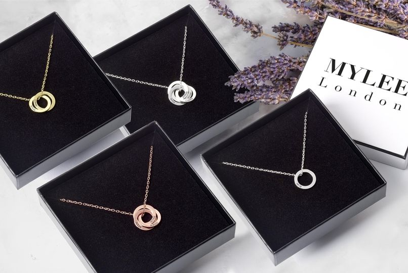 Interlocking ring necklaces
