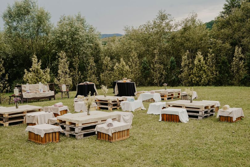 Outdoor rustic styling