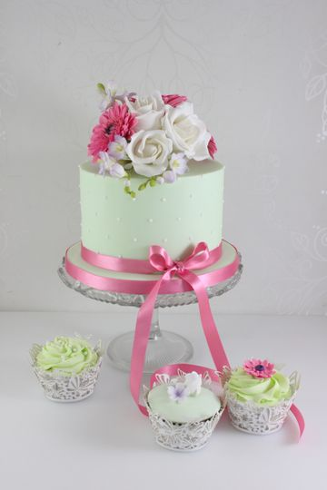 Mint green and pink cupcakes
