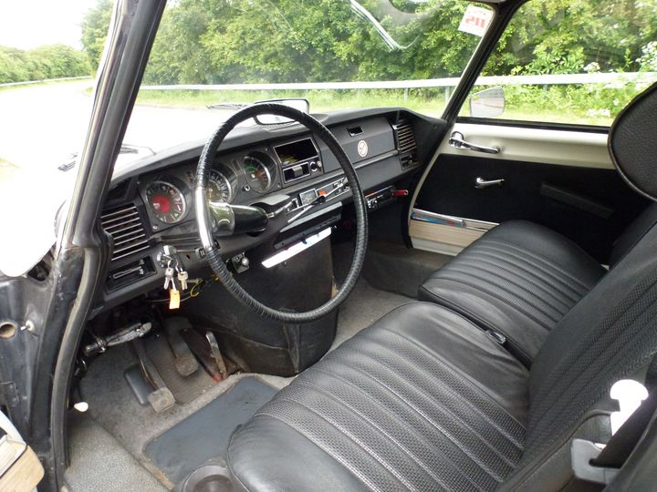 DS interior front