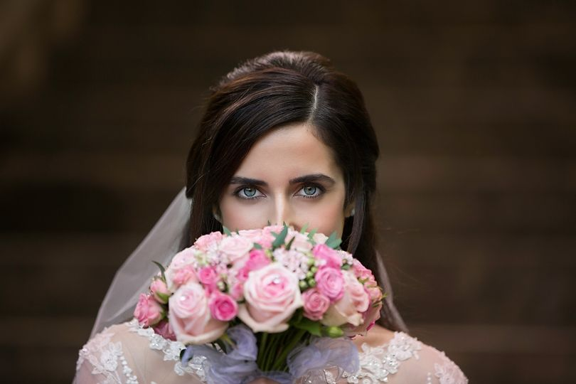 Photographers Doville Gail Photography - Bride and bouquet
