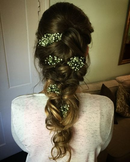 Long loose braid with flowers