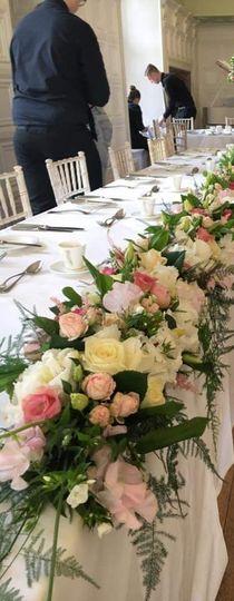 Full length table arrangement