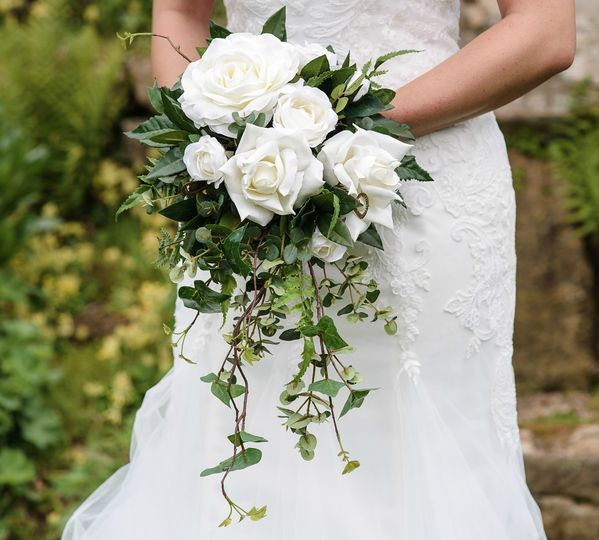 Ivory Rose Ivy Cascading Handtied Silk Wedding Bridal Flowers Bouquet