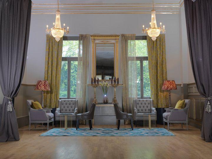 Main room with elegant chandeliers