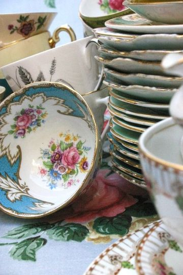 Vintage crockery for weddings