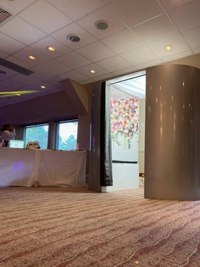 Grey Glitter Enclosed Booth