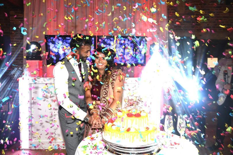 Cake and confetti - The Wedding Photo Co
