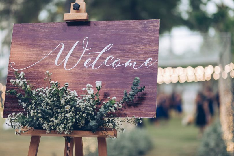 Rustic 'welcome' sign