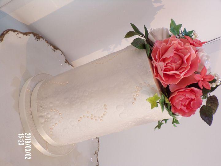 Tall single tier & flowers