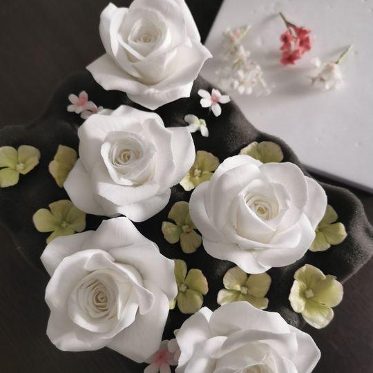 Making sugar flowers