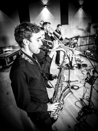 Music and DJs Carterello band 5