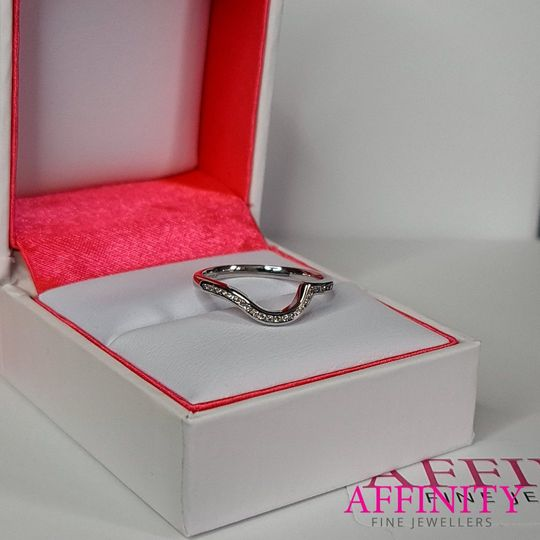 Channel set shaped ring