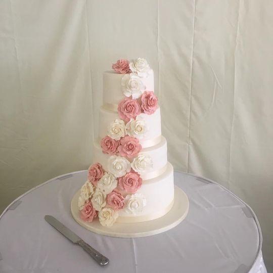 Floral cake decoration