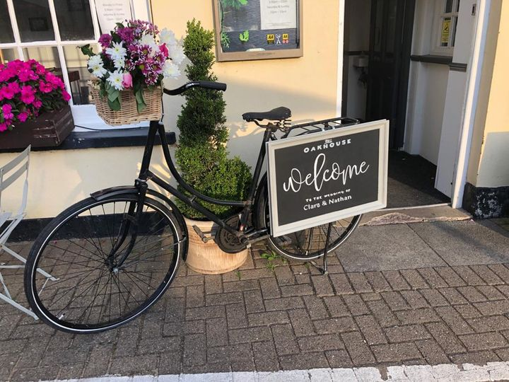 Vintage bike with welcome sign