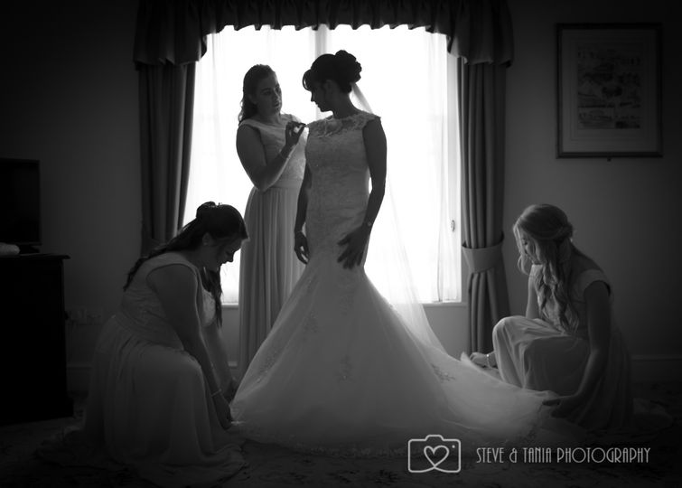 Getting ready - Steve and Tania Photography