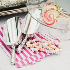 Scoops and bags for buffets