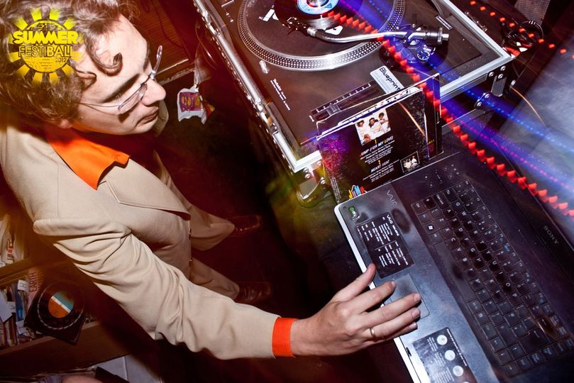 Rich DJing