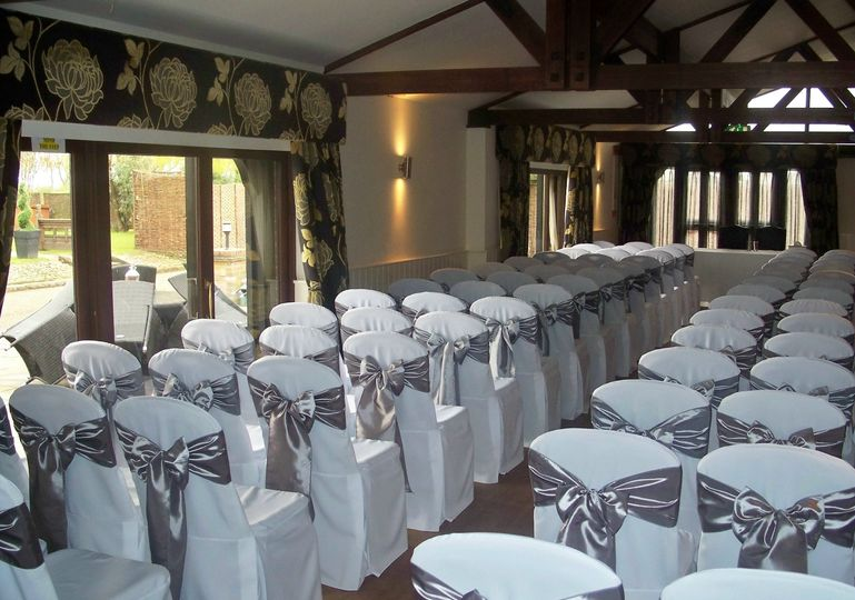 Channels Golf Club White Linen Chair Covers with Dark Silver Tafetta Sashes
