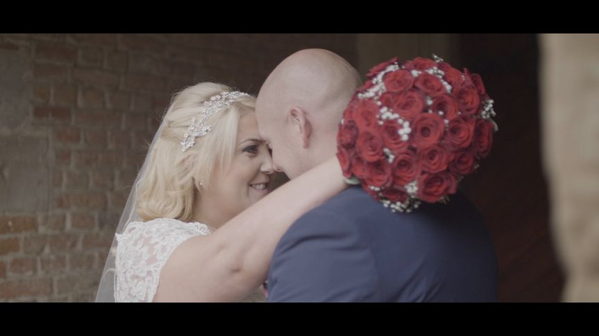 Red bouquet - DG Wedding Videos
