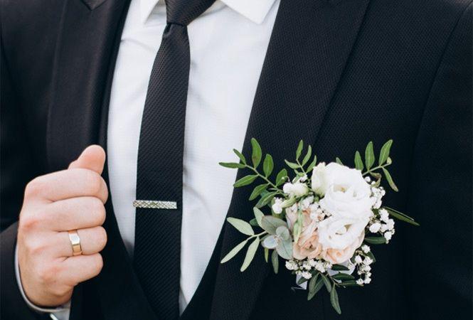 Smart suit with buttonhole