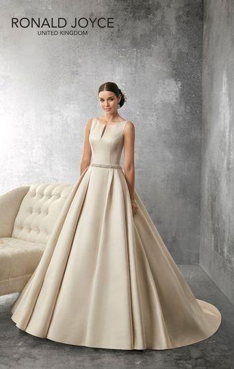 Elegance with a full skirt
