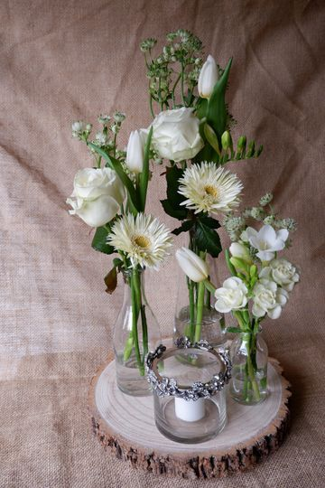 Ivory & Green Table Decoration