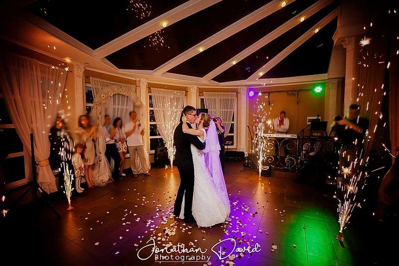 Newlyweds dancing - Jonathan David Photography