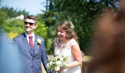 Upright Weddings