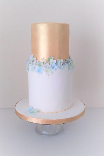 Gold & Hydrangea Blossom Wedding Cake