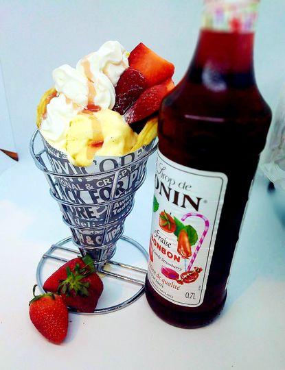 Strawberry bonbonbubble waffle