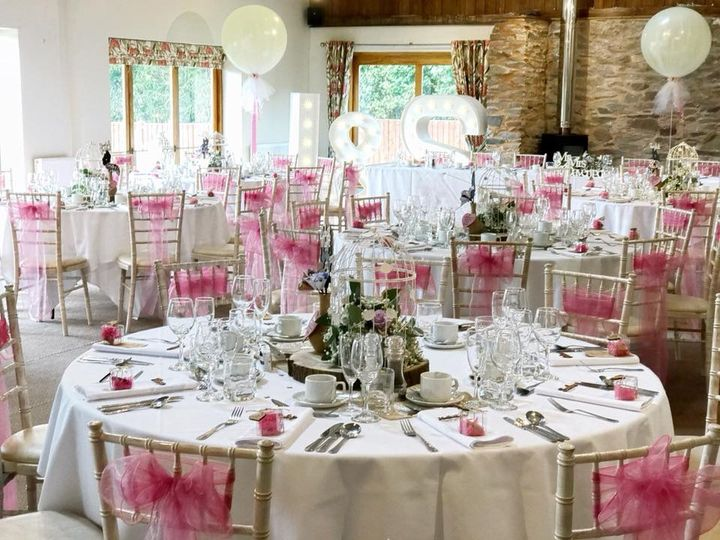 White and pink table setting