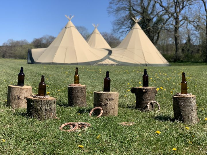 Beer bottle hoopla lawn game