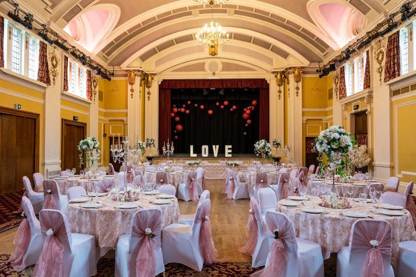 vesesy ballroom theatre tables empty 4 279695 162141854129334