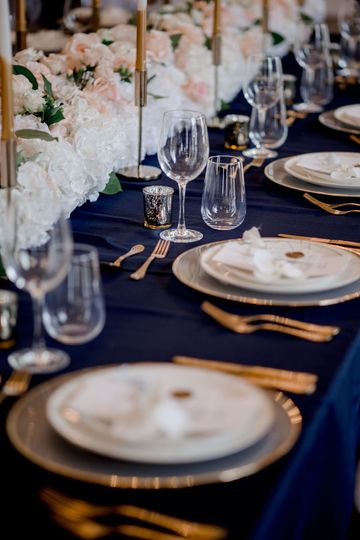 Gold details table setting